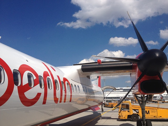 aircraft-97801_640